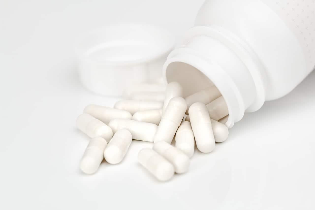 כדורים בצבע לבן