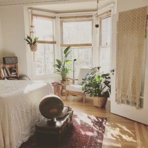 חדר שינה מעוצב בסגנון כפרי